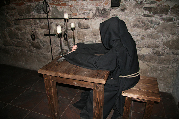 Манекен монаха, музей пыток Ужгородского замка