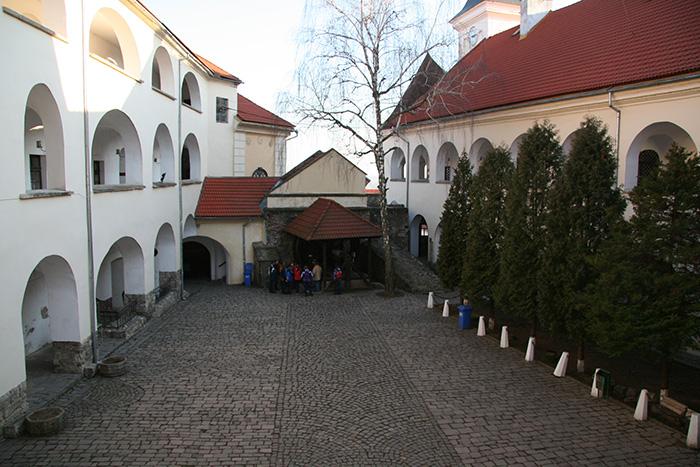 """Мукачевский замок """"Паланок"""", внутренний дворик"""