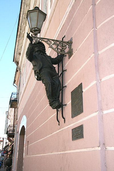 Памятник фонарщику дяде Коле